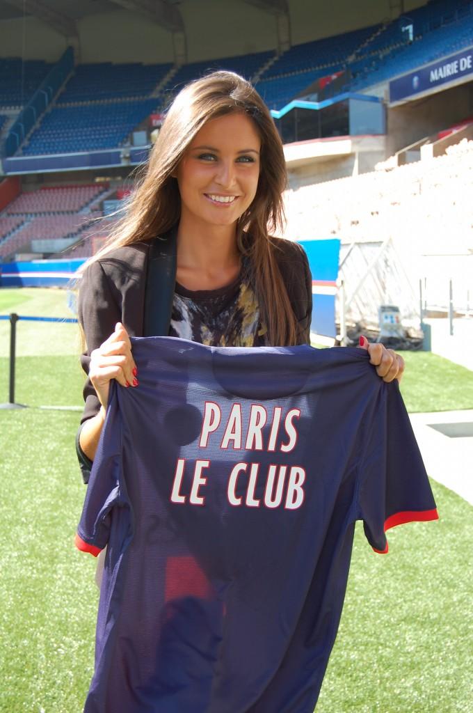 """Malika Ménard dans l'émission """"Paris le club""""."""