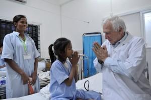 Alain Deloche au Cambodge. Copyright Jean-François Mousseau