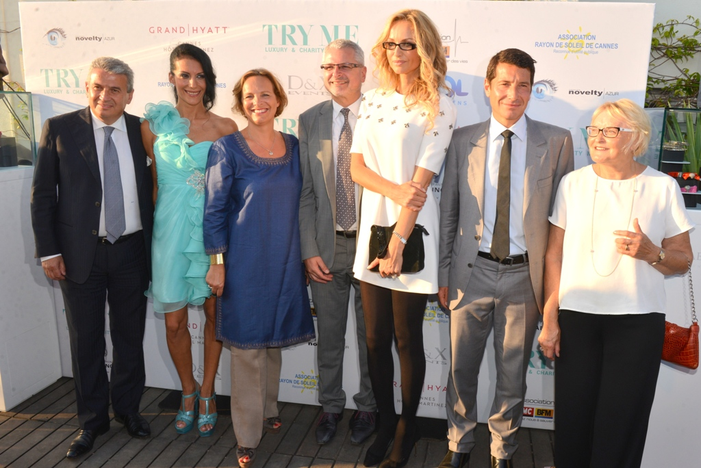 De gauche à droite : Claudio CECCHERELLI, Magalie DEPERRIER,  Isabelle WEILL, Philippe PEYRARD, Adriana KAREMBEU, David LISNARD et Svitlana GHATTAS