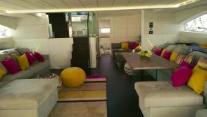 Luxueux intérieur d'un Yacht Sunreef