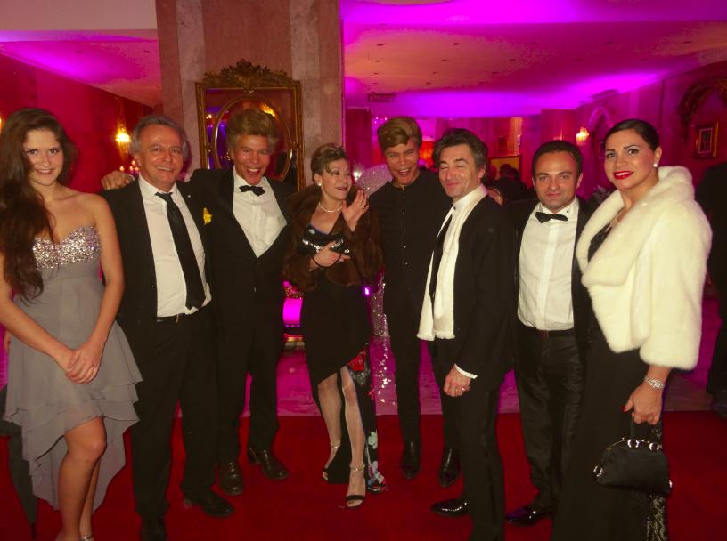 De gauche à droite : Eva Von Kerekessy, Patrick Messmer, Igor Bogdanoff, Grâce de Capitani, Grichka Bogdanoff, Jean-Pierre Jacquin, Laurent Amar et Roberta Turri.