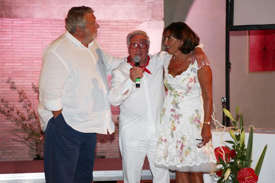 Olivier Guyot (à gauche) avec un invité et Florence Guyot