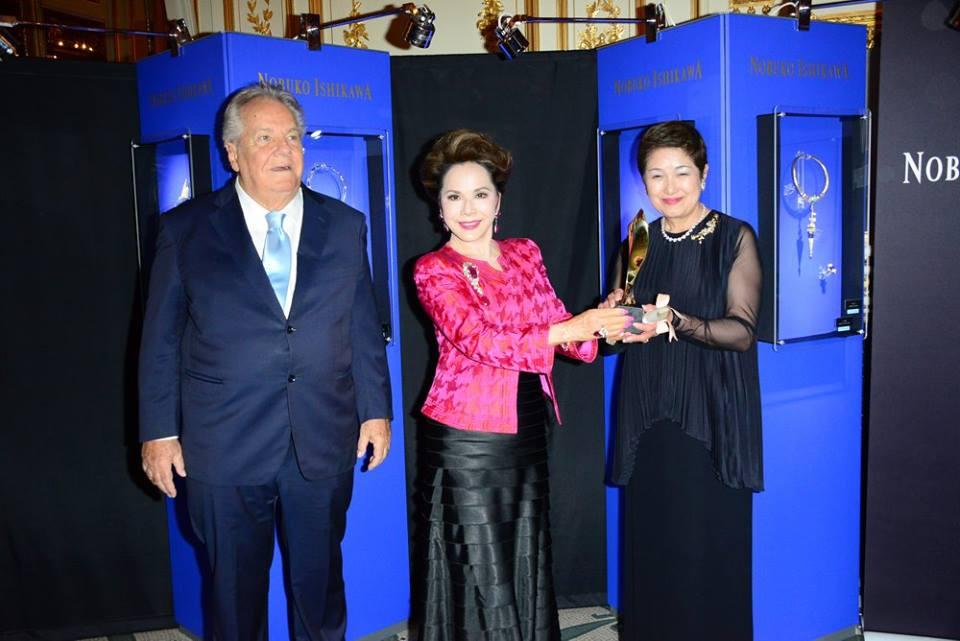 Monsieur Massimo Gargia, Lady R.S. Dewi Soekarno et Madame Yoshie Ishikawa