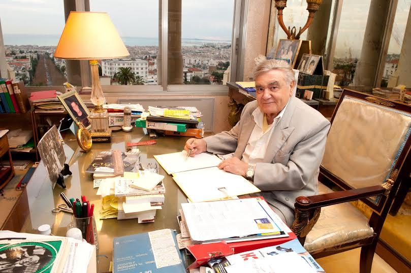 Nice - le 20.12.13 :Le docteur Henri Amoroso, travaillant dans le bureau de son appartement niçois.