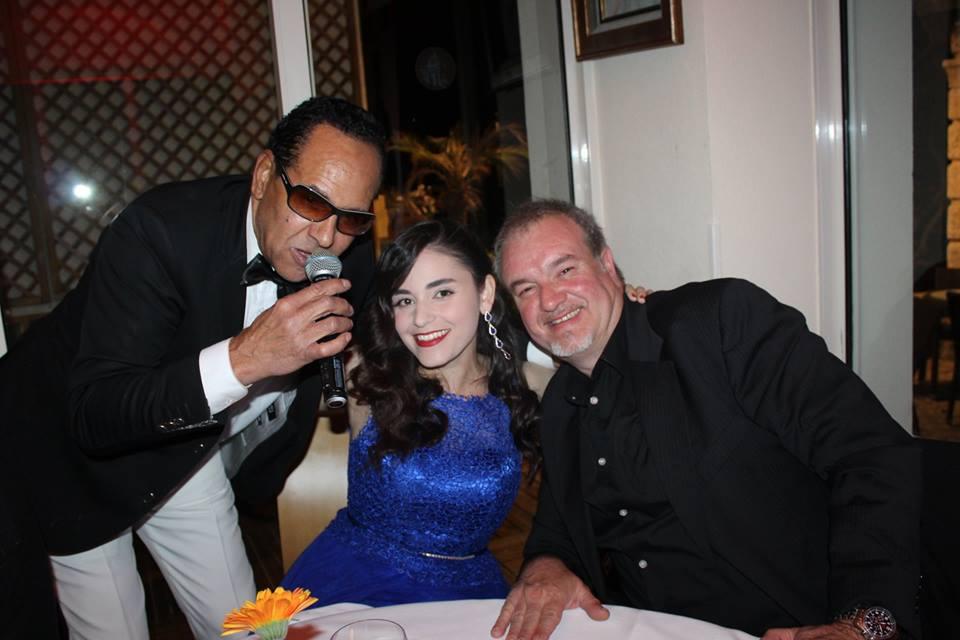 Alan Landry avec la chanteuse Nora Mestres et son époux.