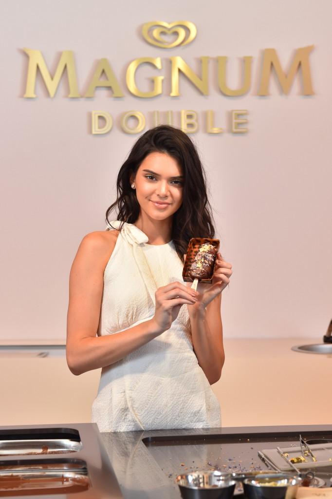 Kendall Jenner et son Magnum Double