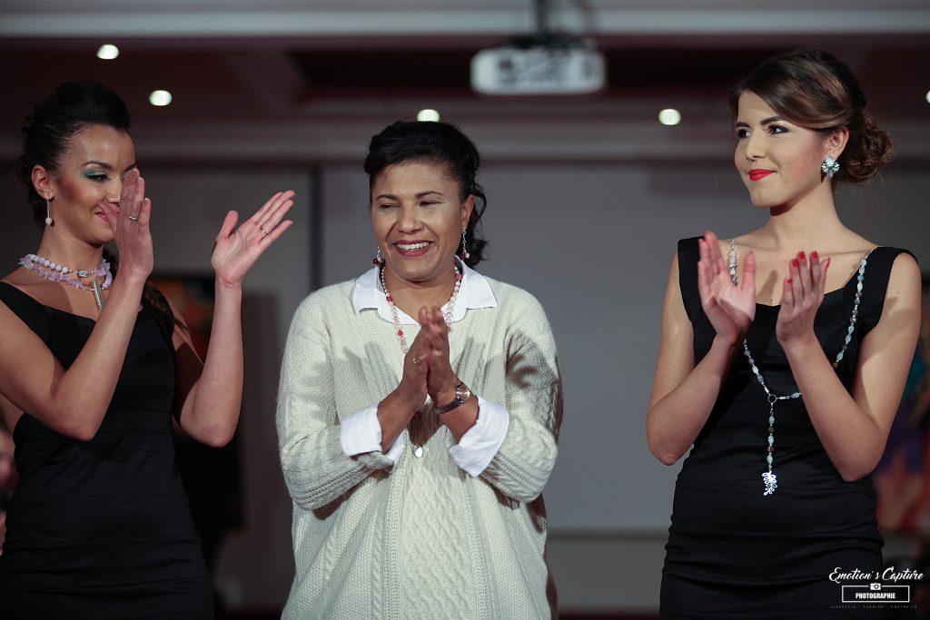 Daisy (au centre) à la Fashion Glam Couture de Genève