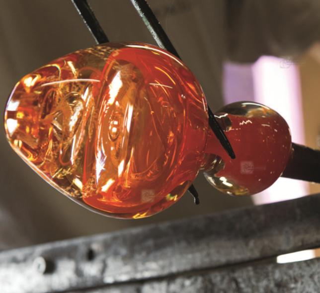 Fabrication artisanale pour les flacons de la Cristallerie des parfums