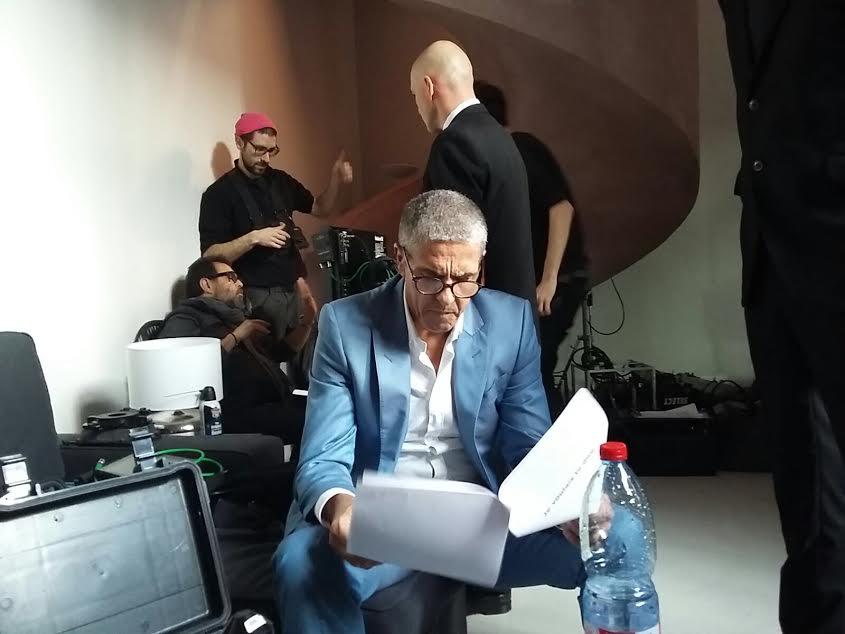 Samy Naceri en pleine relecture de son texte.