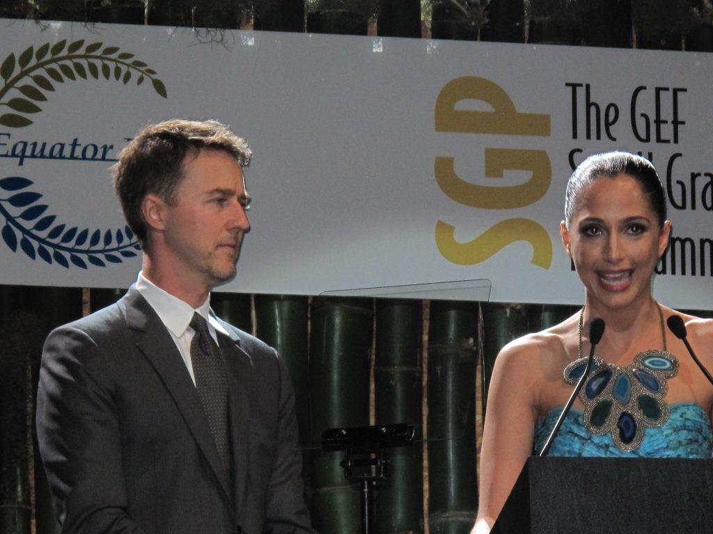 Edward Norton et Camila_Pitanga lors de l'Equator Prize_2012