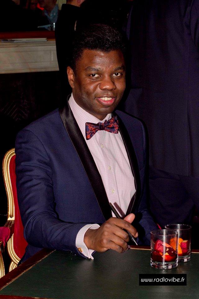 Le prince Bokassa durant sa séance de dédicace