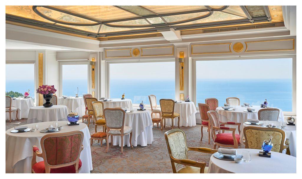 """Restaurant """"La chèvre d'or"""" 2 étoiles au Michelin @Nicolasdubreuil"""