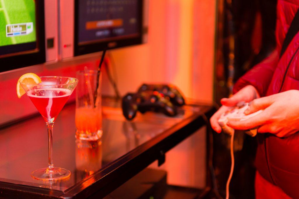 Boire et jouer au Reset bar