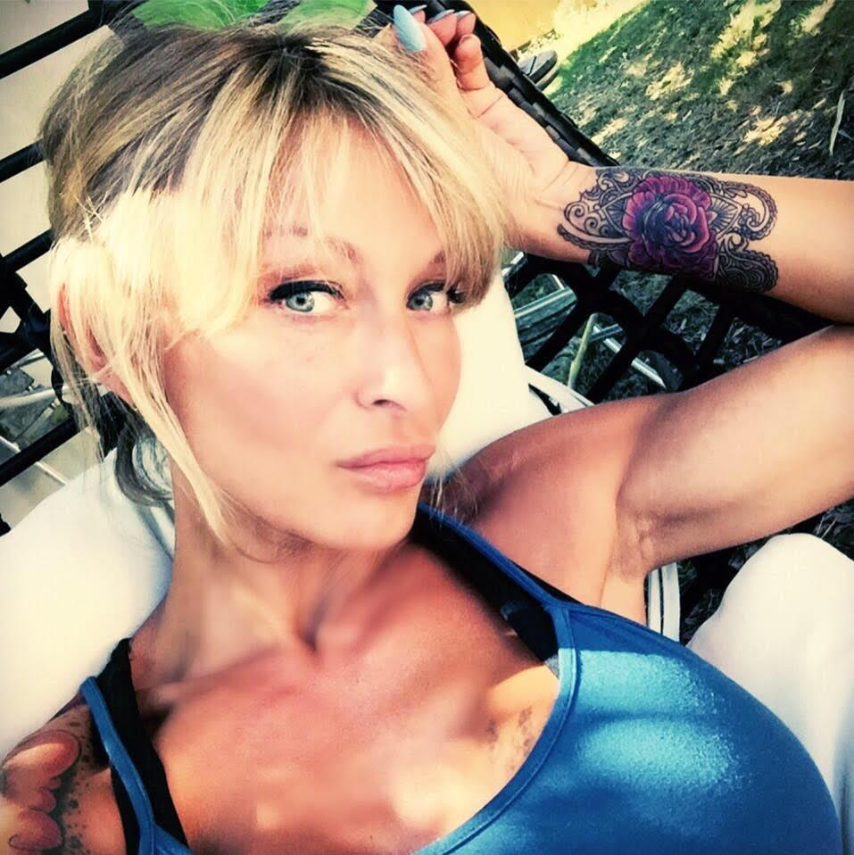 Celebrites Dans Le Porno interview: la star du x delfynn delage crée un site dédié