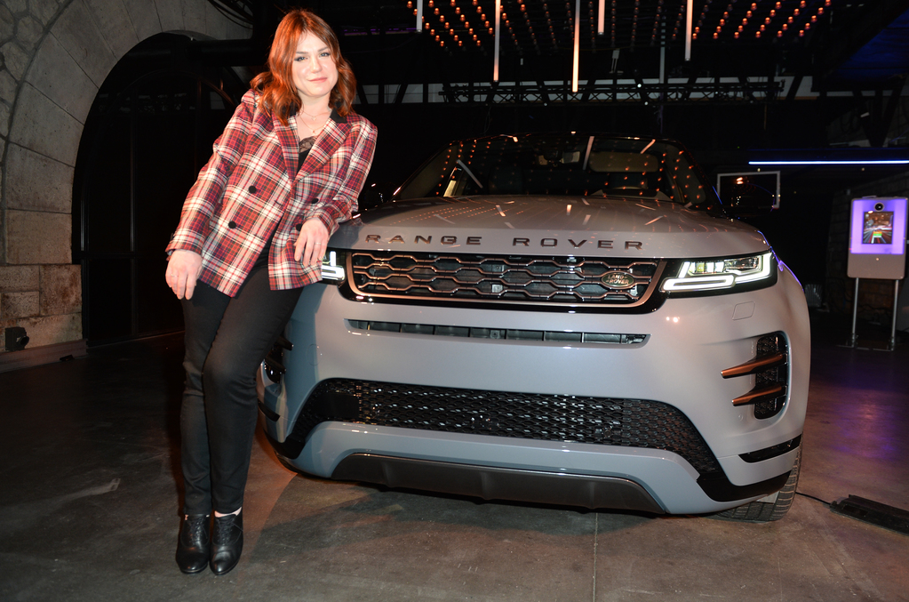l actrice milie dequenne inaugure la nouvelle land rover paris. Black Bedroom Furniture Sets. Home Design Ideas